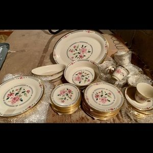 Lenox Barrington Set of Dishes